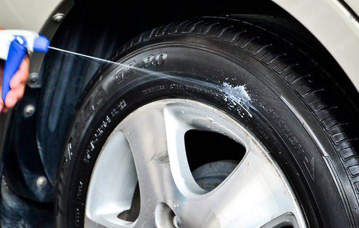lucidare pneumatici con spray